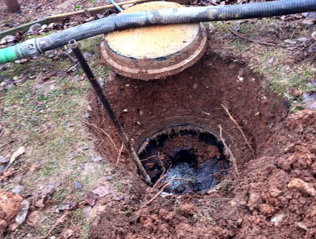 Septic tank pumping at Cottontown, tennessee
